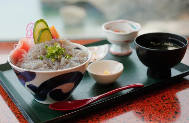 大洗町 生しらす丼定食(磯料理 山水)