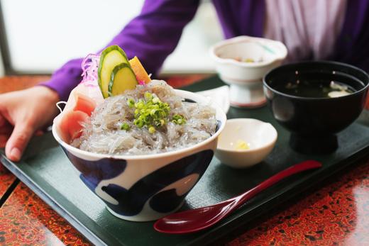 生しらす丼定食(磯料理 山水)